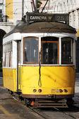 典型电车在旧街 — 图库照片