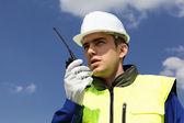 Construtor com transmissor — Foto Stock