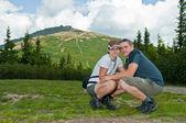 Couple on mountains — Stock Photo