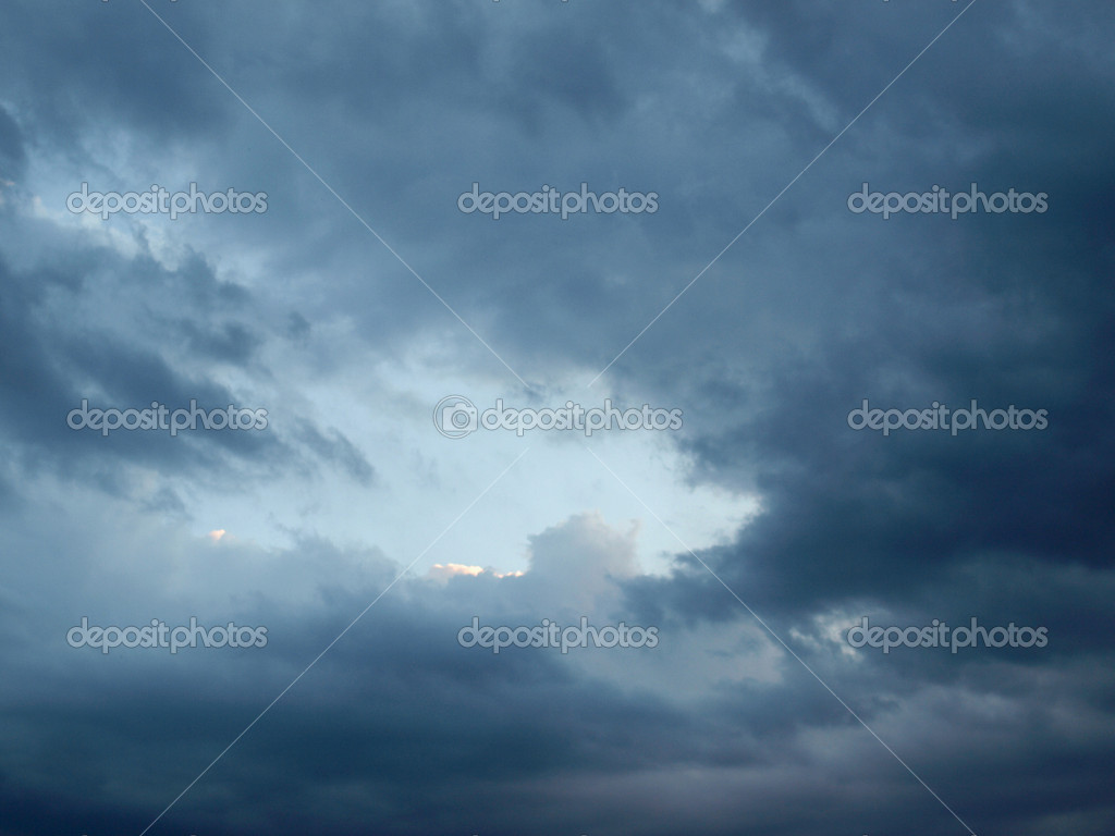 Dark blue sky during a stormy weather day — Stock Photo #7385686