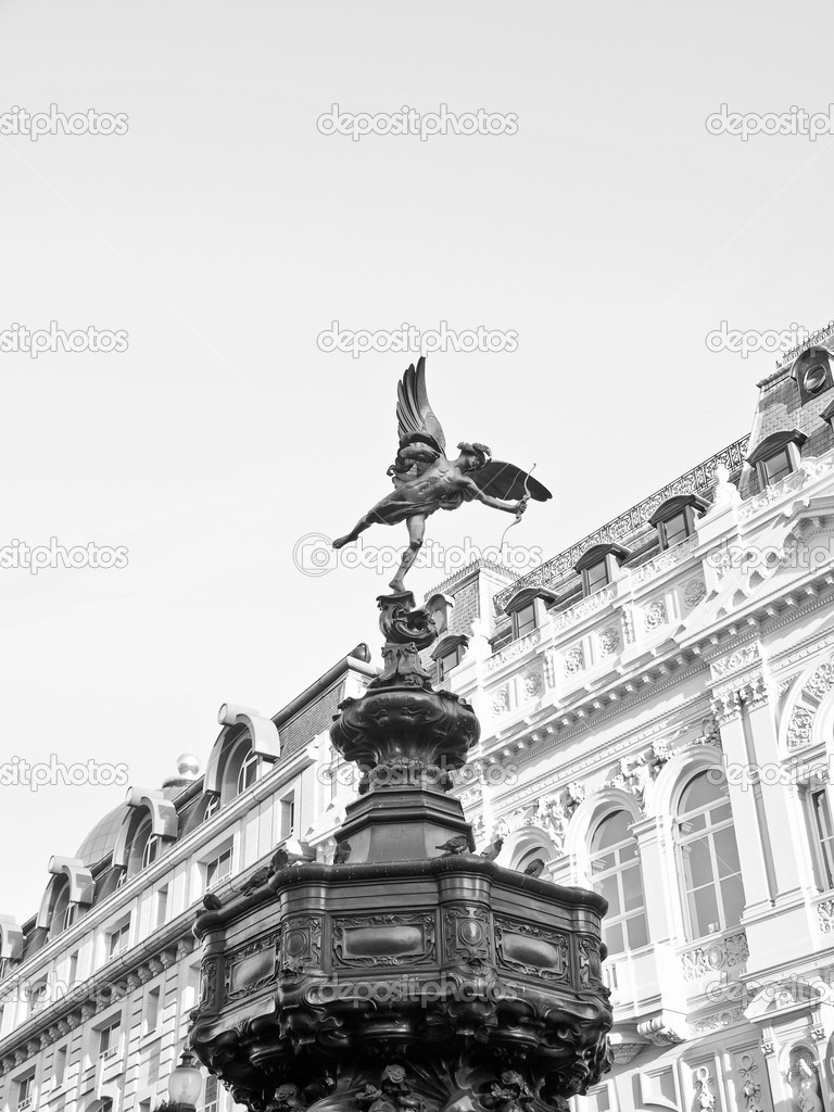 Piccadilly Circus with statue of Anteros aka Eros in London, UK — Stock Photo #7682630