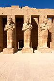 Firavun heykelleri karnak tapınağı — Stok fotoğraf