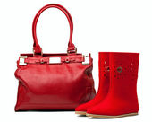 Pair of red felt boots and leather bag, with path — Stock Photo