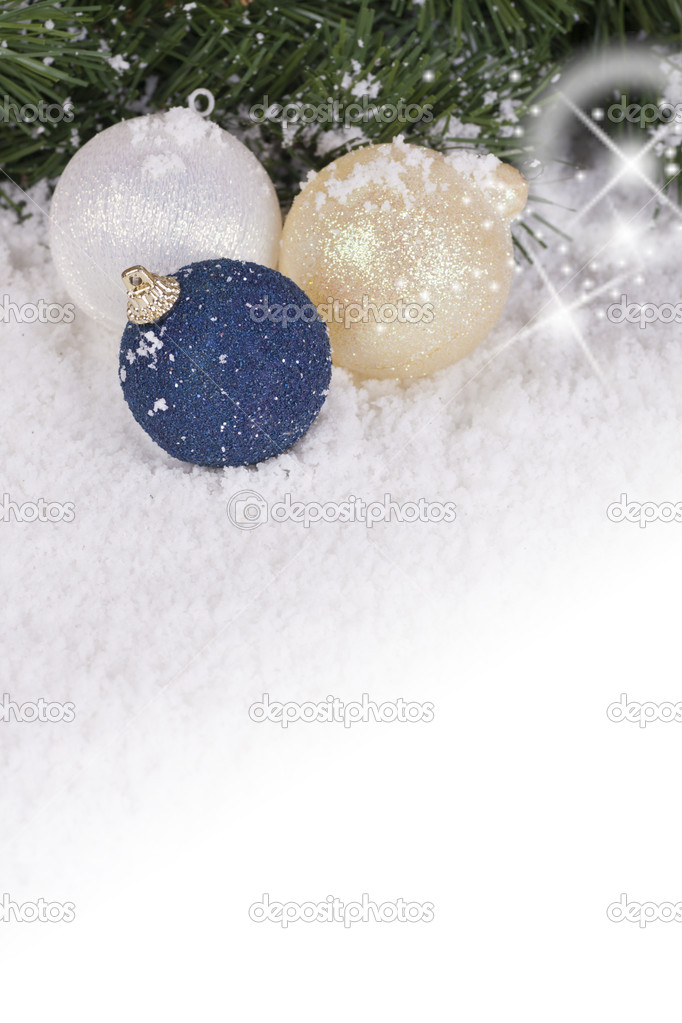 Christmas Wallpaper with spruce boughs and snow — Stock Photo #7138373