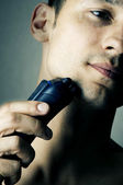 Por la máquina de afeitar eléctrica de afeitar — Foto de Stock