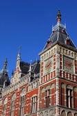 Holland, amsterdam, ansicht der fassade bahnhof hauptbahnhof — Stockfoto