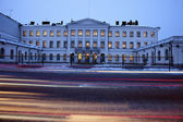 Traffic in front of Presidential Palace — Stock Photo
