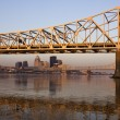 Sunrise colors on the bridge in Louisville - Stock fotografie