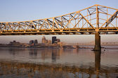 Sunrise colors on the bridge in Louisville — Stock Photo