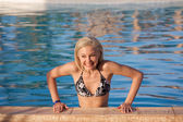 Smiling woman in pool — Stock Photo