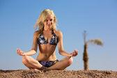 Yoga bella donna — Foto Stock