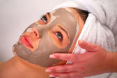 Spa clay mask on a woman's face — 图库照片