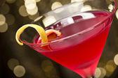 Cosmopolitan cocktail with lemon garnish — Stock Photo