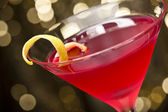 Cosmopolitan cocktail with lemon garnish — Stock Photo