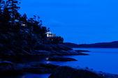 Oświetlony kabiny w ciemności nad morzem — Zdjęcie stockowe