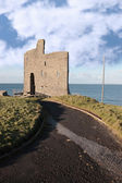 Path to ballybunions old castle ruins — Stock Photo