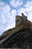 Ruina del castillo en un acantilado de capa — Foto de Stock