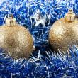 Gouden kerstballen — Stockfoto #7727953