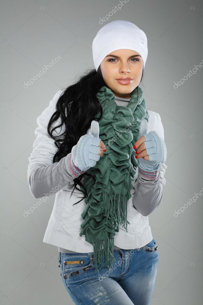 A photo of beautiful girl is in winter clothes — Stock Photo #6947210