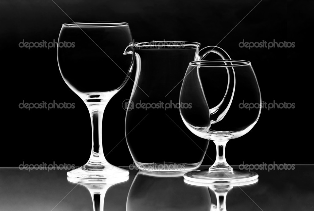 Two empty wineglasses and a glass jug on the mirror — Stock Photo #6856742