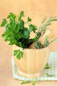 Herbs in wooden mortar with pestle — Stock fotografie