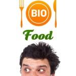 年轻的头,看着健康食品标志 — 图库照片