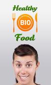 Chica en señal de alimentos saludables — Foto de Stock