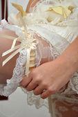 Bride wearing garter — Stock Photo