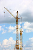 Building of the new high house by the crane — Stock Photo