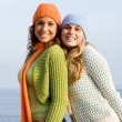 Teen girls, happy smiles on vacation — Stock Photo