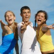 Happy group of teens or youth singing — Stockfoto