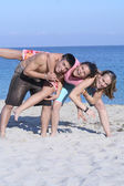 Happy group of teens or youth on beach summer vacation — Stock Photo