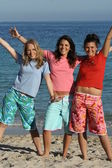 Tonåringar på stranden — Stockfoto
