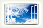 打开的窗口和美丽的景色的天空 — 图库照片