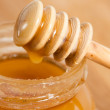 Fresh gold honey dipper — Stock Photo