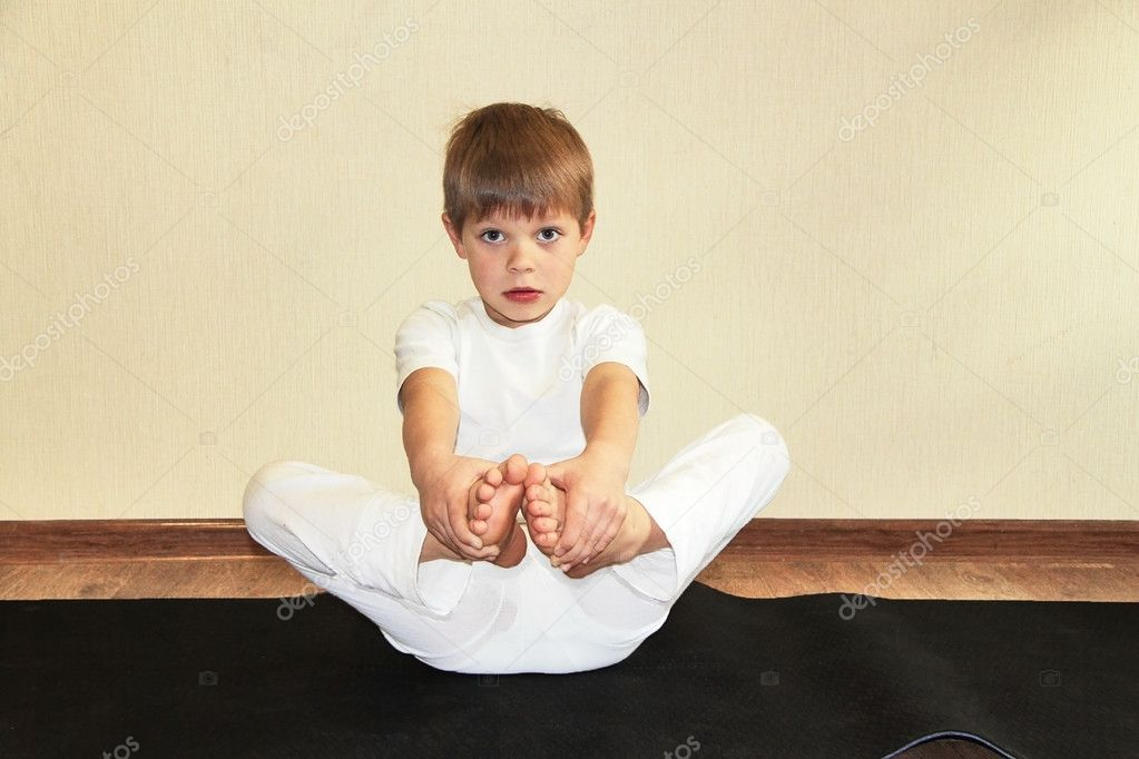 Baby yoga at home — Stock Photo #7953021