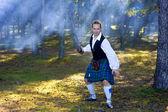Valiente en traje escocés con espada — Foto de Stock
