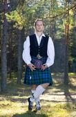 İskoçya kılık ormandaki adam — Stok fotoğraf
