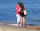 Yong cople on a beach — Stockfoto