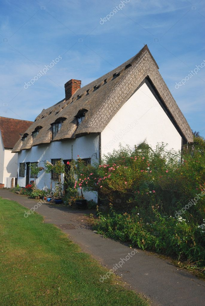 Cottage di campagna foto stock pauws99 7072213 for Cottage di campagna francese in vendita