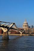 Millenium bridge at st pauls — Stock Photo