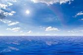 Beautiful sea and sun in blue sky — Stockfoto