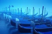 Gondels in de dikke mist — Stockfoto
