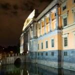 The facade of the Mikhailovsky Castle. Night St. Petersburg. Rus — Stock Photo #6777182