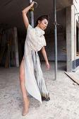 современная модная женщина над серый — Стоковое фото