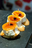 Pinchos y tapas de queso para degustar — Stock Photo