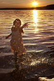 Girl in the lake — Stock Photo