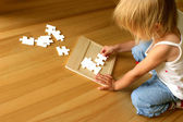 Child and puzzle — Stock Photo