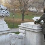 Mädchen zeichnend die Parklandschaft.Wien — Stock Photo #7723432