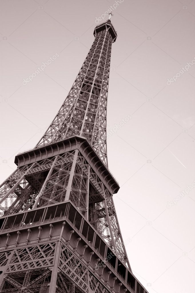 Eiffel Tower in Paris, France — Stock Photo #6925168